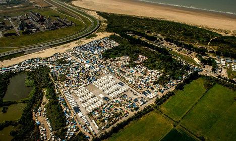 Calais camp 'to pass 10,000' as UK warned over border
