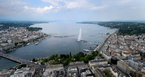 Spaniard breaks record for Lake Geneva swim