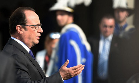 Hollande says France 'can't be alone' on EU defence