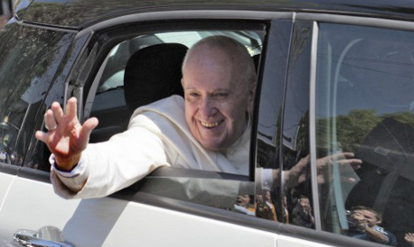 Pope cars auctioned off to help Syrian refugees