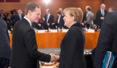 Merkel chastises Berlin mayor for 'not taking responsibility'