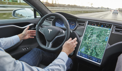 Self-driving Tesla car hits bus on Autobahn