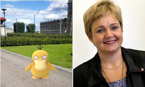 Swedish politician hunts Pokémon during PM's speech