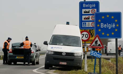 Belgian police return migrants to France… and are arrested