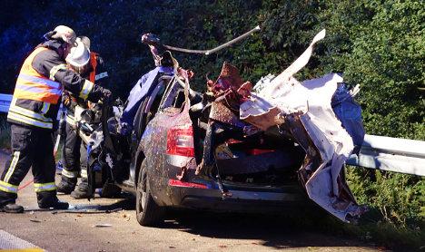 Man dies in car crash with horses on Autobahn