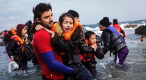 Paid social work 'should help asylum seekers integrate'