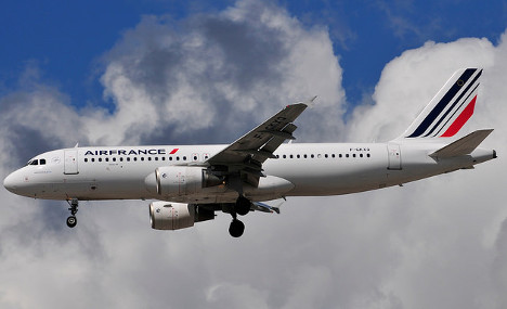Air France plane dumps fuel 'over Fontainebleau forest'