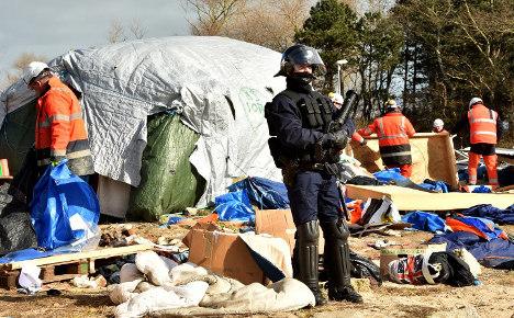 Hollande calls on UK to help solve Calais migrant crisis