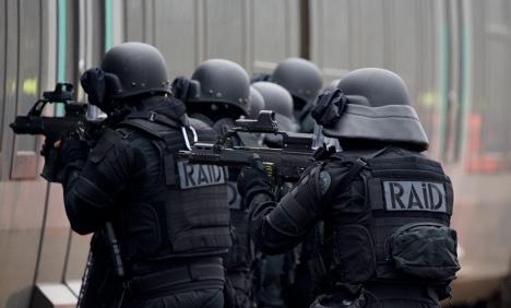 Terror alert in central Paris proves to be false alarm