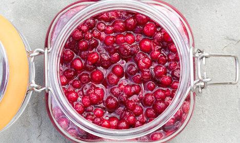 Swedish food: How to make sweetened lingonberries