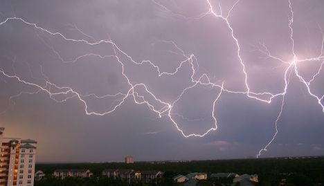 France holds record for longest-lasting lightning bolt