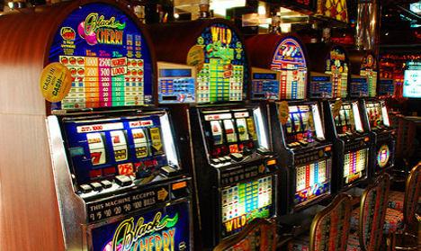 Renzi promises to tackle Italy's slot machine plague