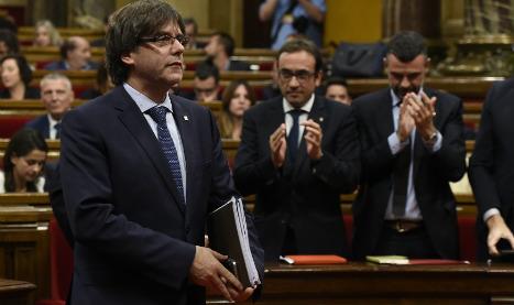 Catalan leader wins backing for independence referendum
