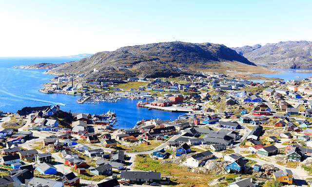 Greenland uranium mining opponents join government
