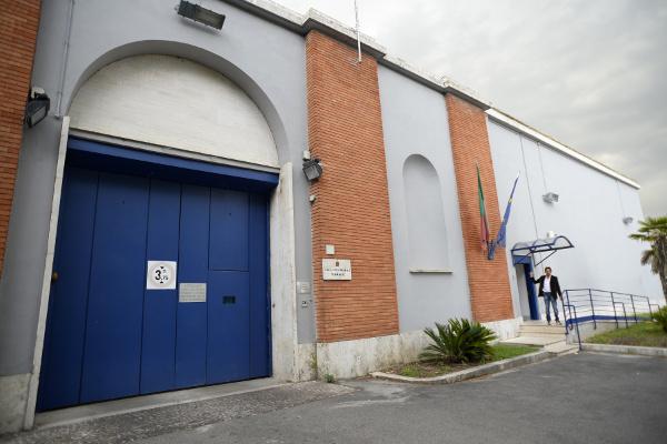 Convicted killer escapes Rome prison amid quake chaos