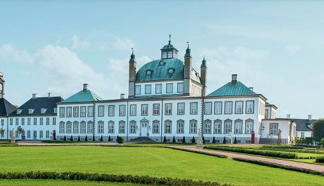 Danish mayor complains at flag-free royal palace