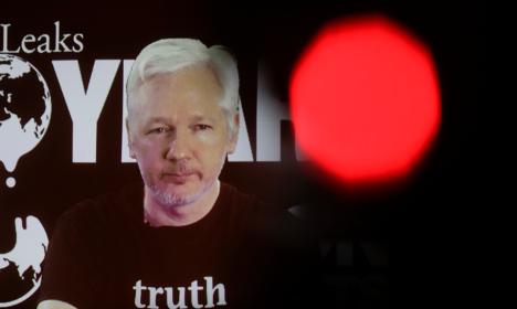 Ecuador prosecutor: Assange interrogation postponed