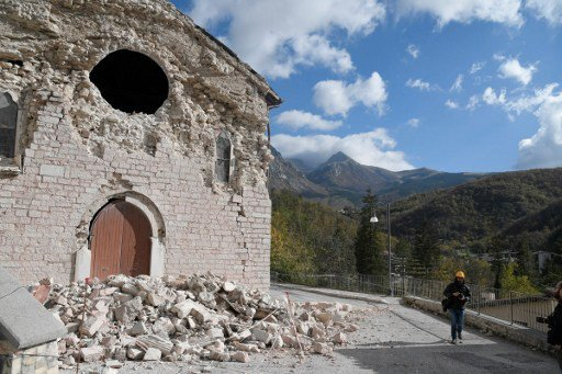 Which areas of Italy have the highest risk of earthquakes?