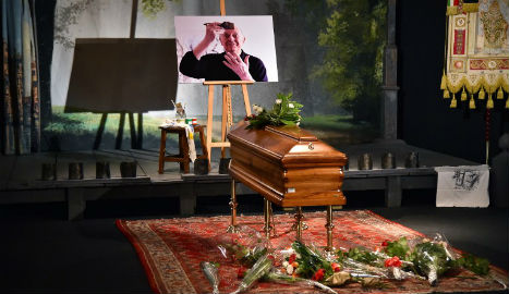 Crowds pay respects to Italy Nobel winner Dario Fo