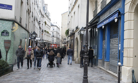 Paris to get more Sunday shopping after mayor's U-turn