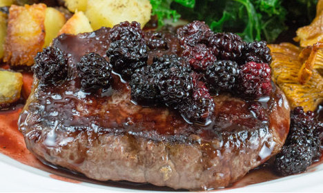 How to make Swedish-style venison with blackberries