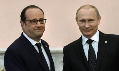 Hollande warns Putin: Those behind 'war crimes' will pay
