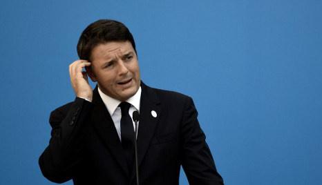 Italy PM Renzi battles to avoid party split over referendum