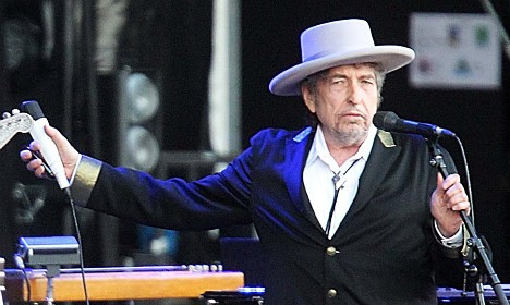 Dylan says Nobel left him 'speechless'