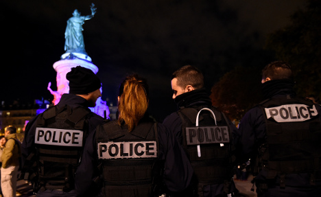 Disgruntled French police stage protests for third night