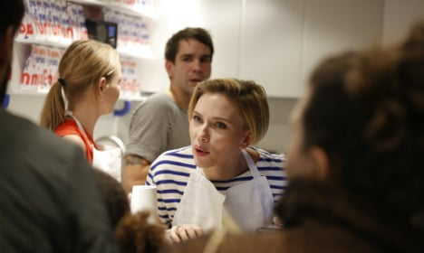 Scarlett Johansson turns popcorn girl in Paris
