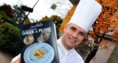 Suicide chef's restaurant keeps Michelin stars