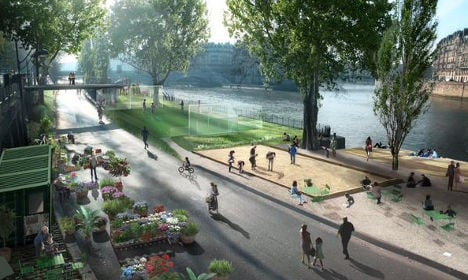 168 French mayors demand Paris river bank reopen for cars