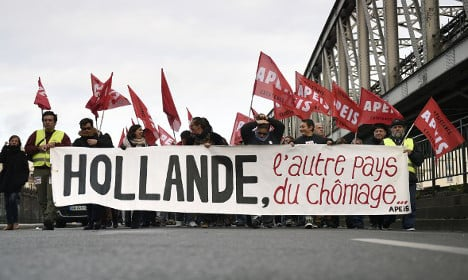 Hollande hails slight fall in French jobless rate