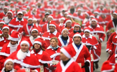 1,000 sprinting Santas take over small German town