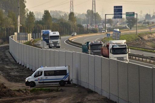 Calais Jungle 'anti-migrant' wall completed – two months after camp was cleared