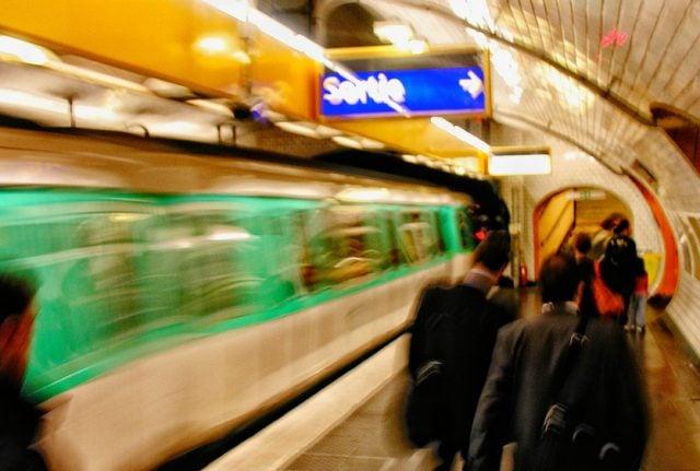 Paris makes public transport free as pollution level soars