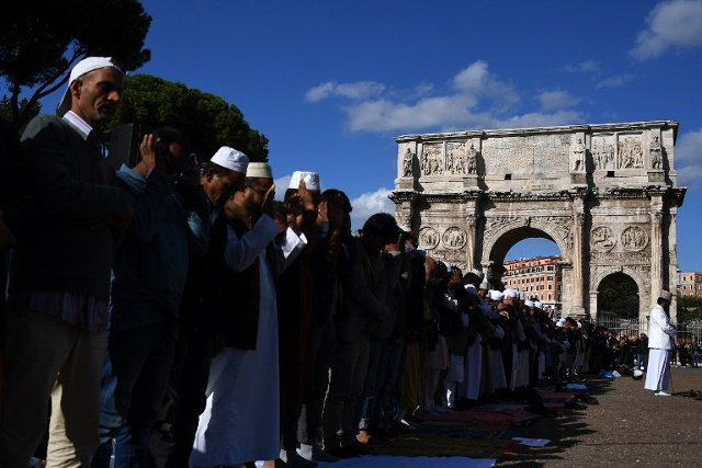 Italians overestimate country's Muslim population by 500 percent