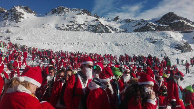 In pictures: 1,200 Santa Claus ski in Verbier