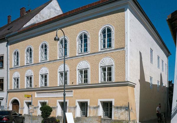 Austrian MPs vote to seize Hitler birth house