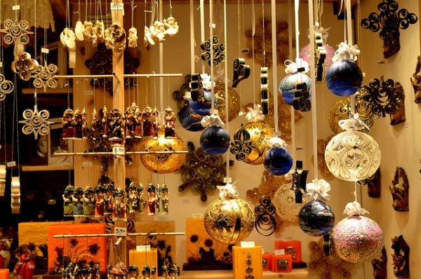 Bomb scare at Vienna's Rathausplatz Christmas market a false alarm