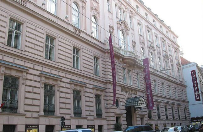 Vienna auction house sells undelivered parcels