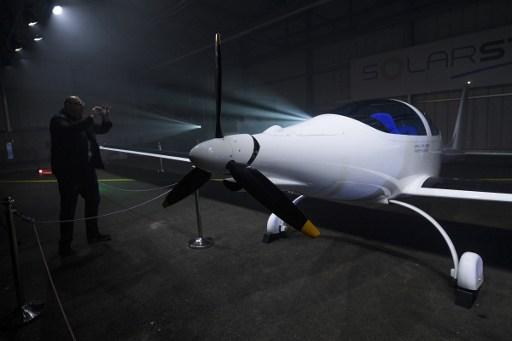 Swiss unveil stratospheric solar plane