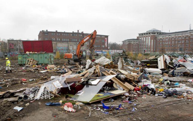 Homeless EU migrants sleeping outside Malmö school