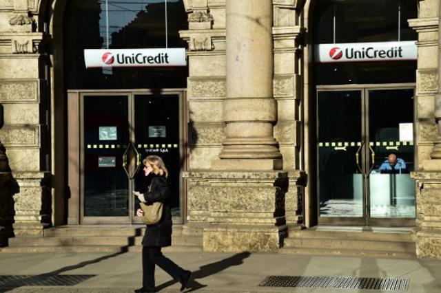 Italian banks on edge as Renzi resigns