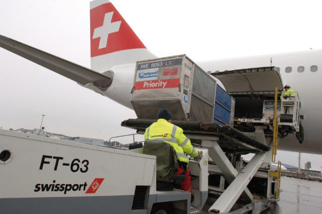Geneva airport workers 'ready to strike'