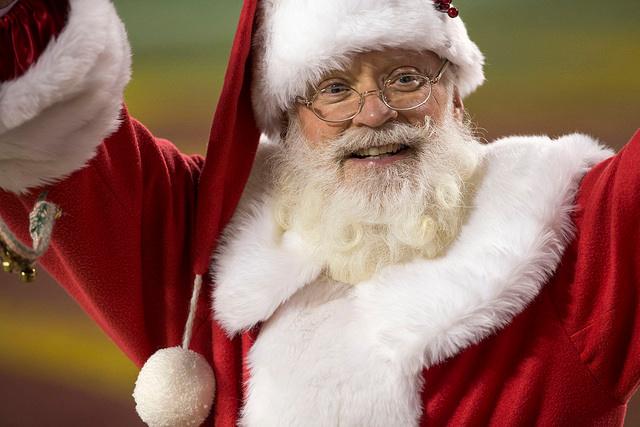 Skydiving Santa brings joy to kids in earthquake town