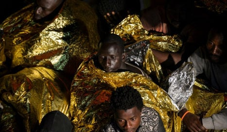 Italy boat migrant numbers surge 20% in 2016
