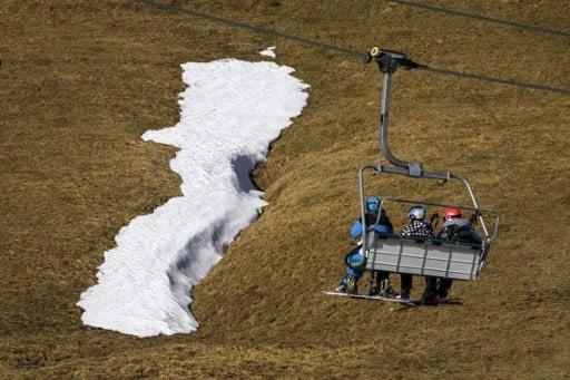 Lack of snow puts visitors off Swiss ski resorts