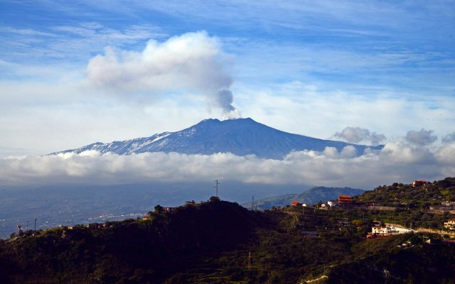 Schoolchildren evacuated as more than 60 quakes shake Mount Etna