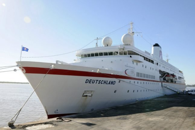 German liner rescues six from sinking Tongan boat